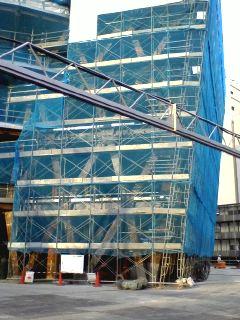 東京モード学園コクーンタワー建設中
