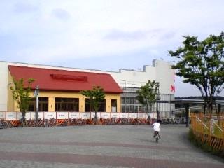 若葉台駅北口にファミレス