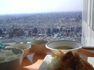 都庁食堂で昼食